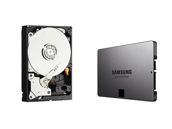 À gauche, un disque dur mécanique (HDD). À droite, un SDD: l'avenir du stockage.